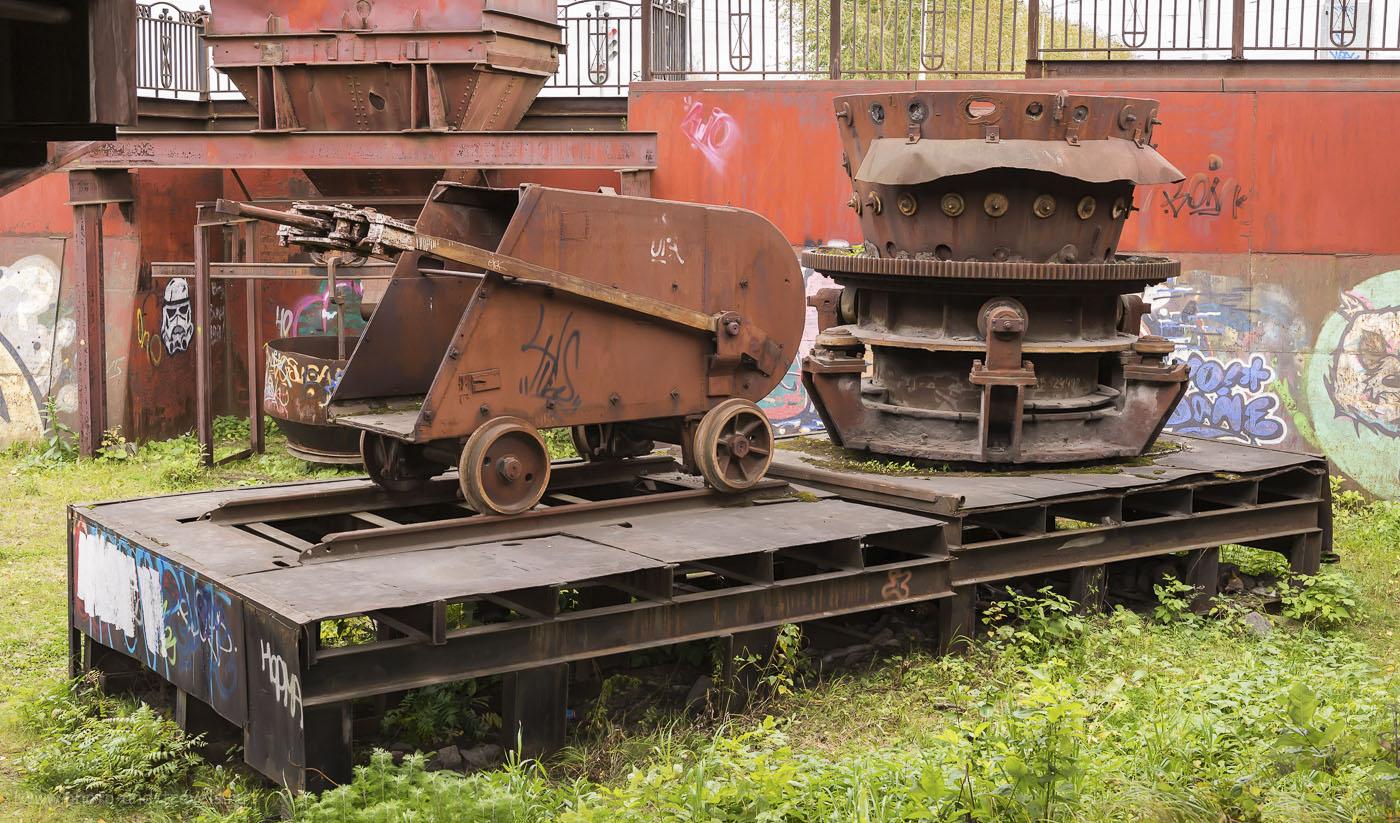 Фотография №4. Ковш в музее металлургии, что находится рядом с Лисьей горой в Нижнем Тагиле.