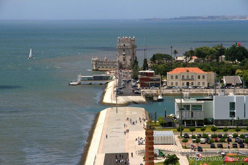 Лиссабон, вид на набережную со смотровой Памятника мореплавателям