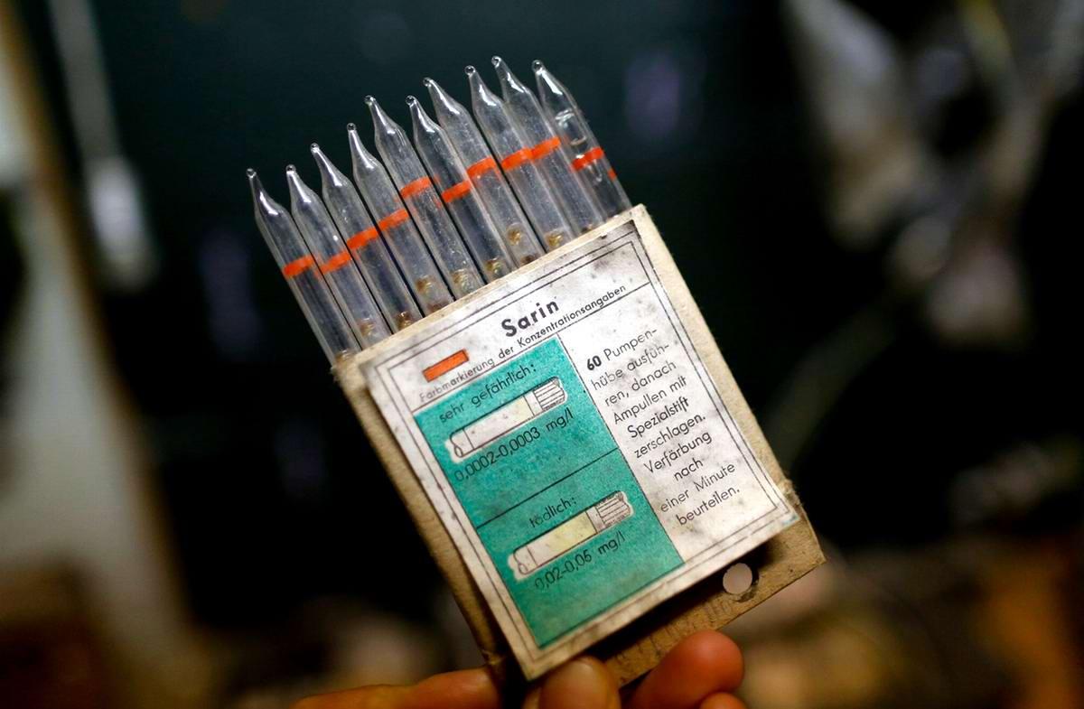 Стеклянные трубки для контроля за загрязнением воздуха зарином