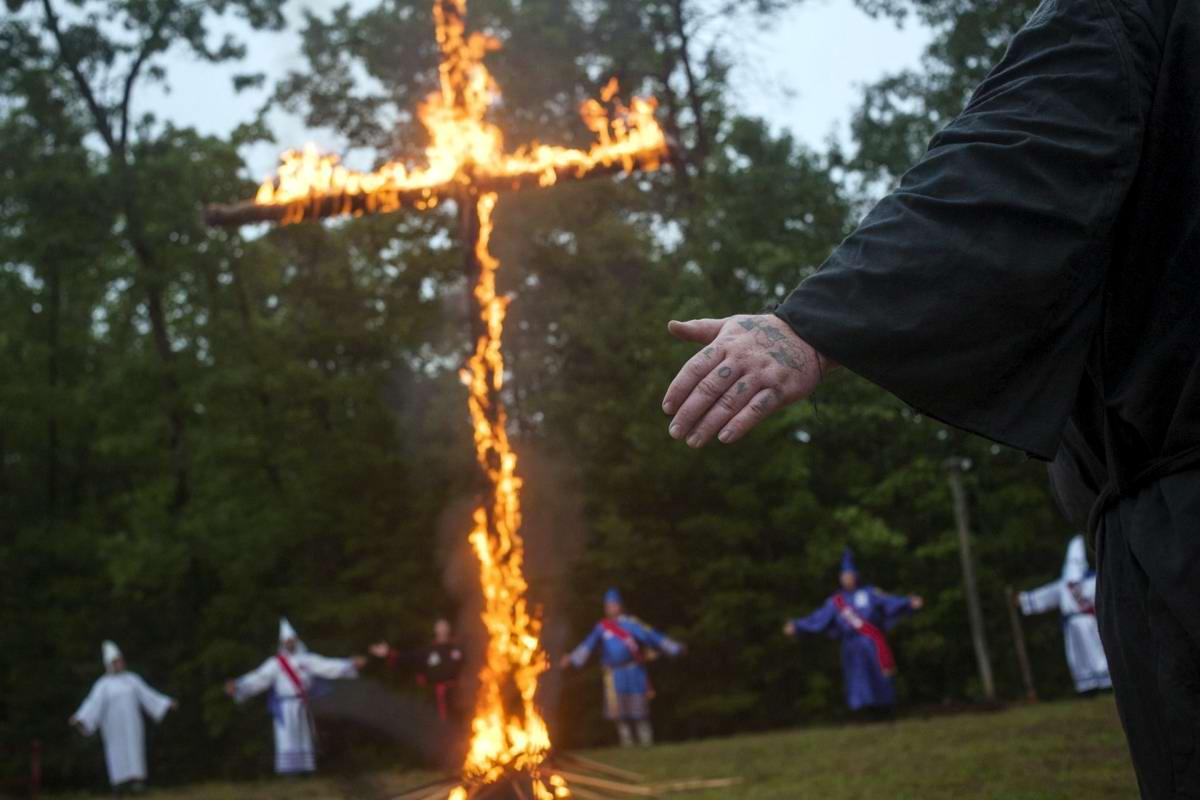 Торжество толерантности: Американский Ку-Клукс-Клан в новой подборке снимков фотографа Johnny Milano (19)