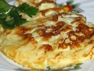 Омлет с вермишелью и сыром в мультиварке