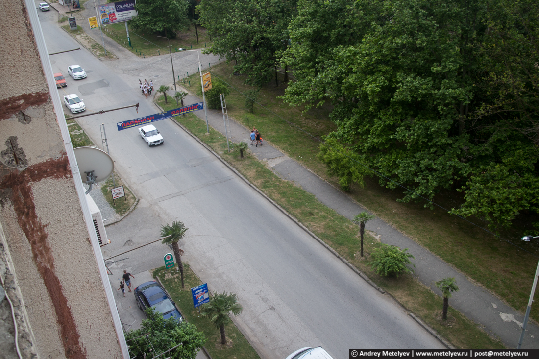 Прибрежная улица в Гаграх