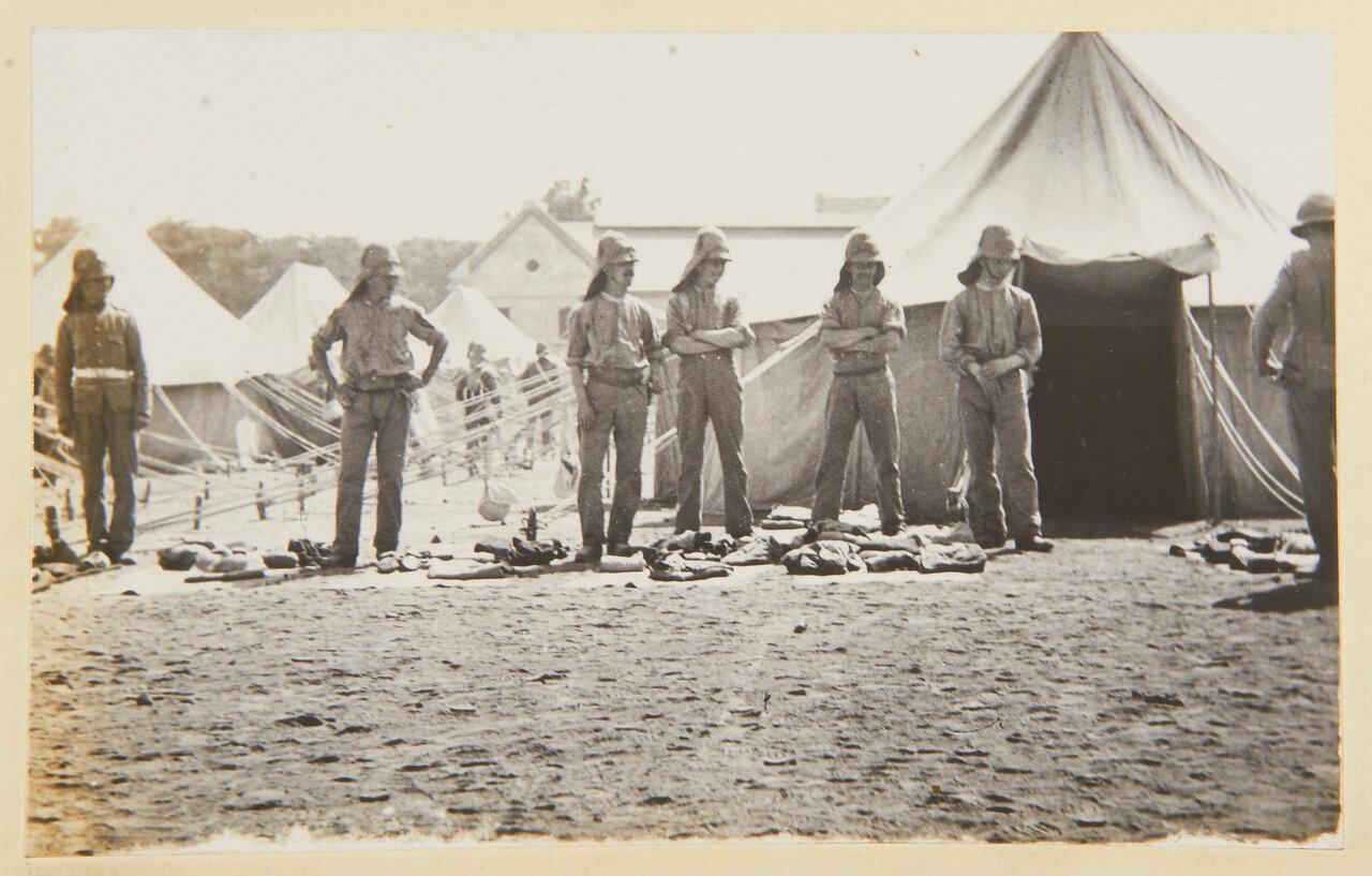 Август 1898. Гвардейский гренадерский полк во время проверки обмундирования и снаряжения
