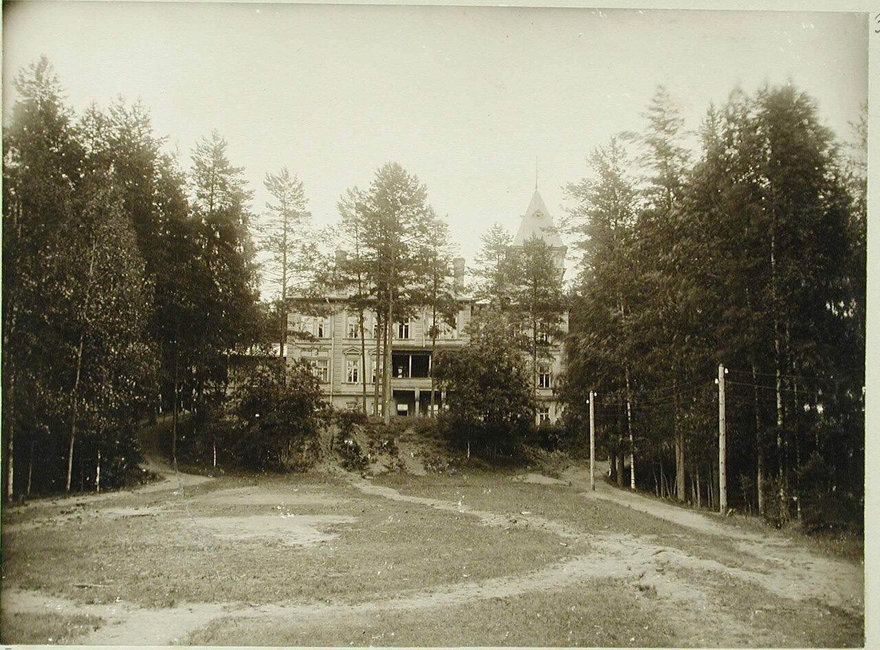 05. Вид здания здравницы со стороны озера