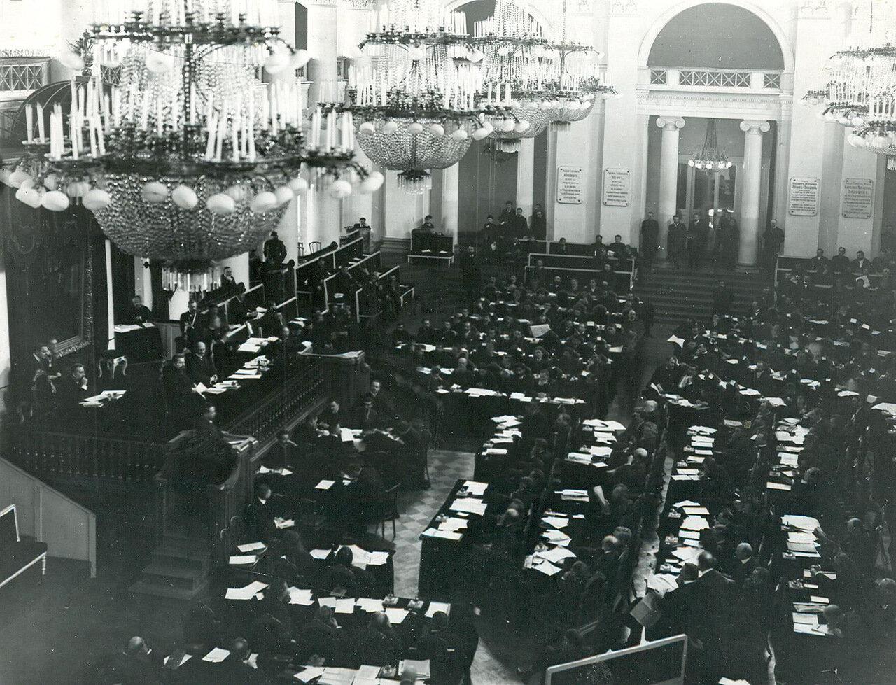 18. Вид части зала Дворянского собрания во время совместного заседания Государственного Совета и Второй Государственной