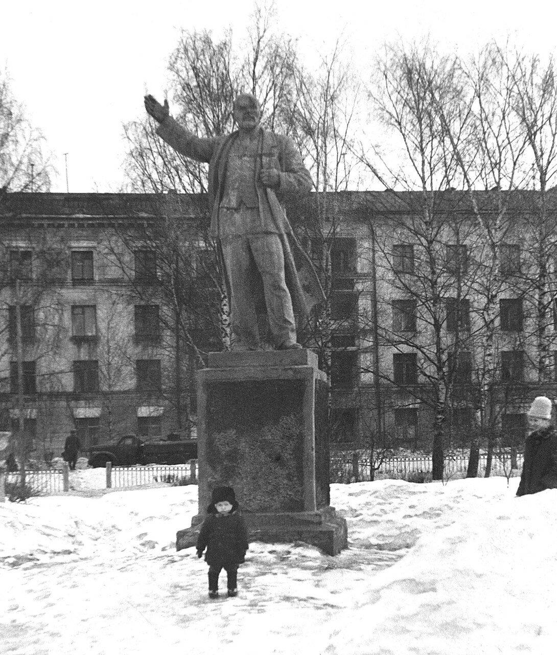 1965, Ленин в Кировском сквере