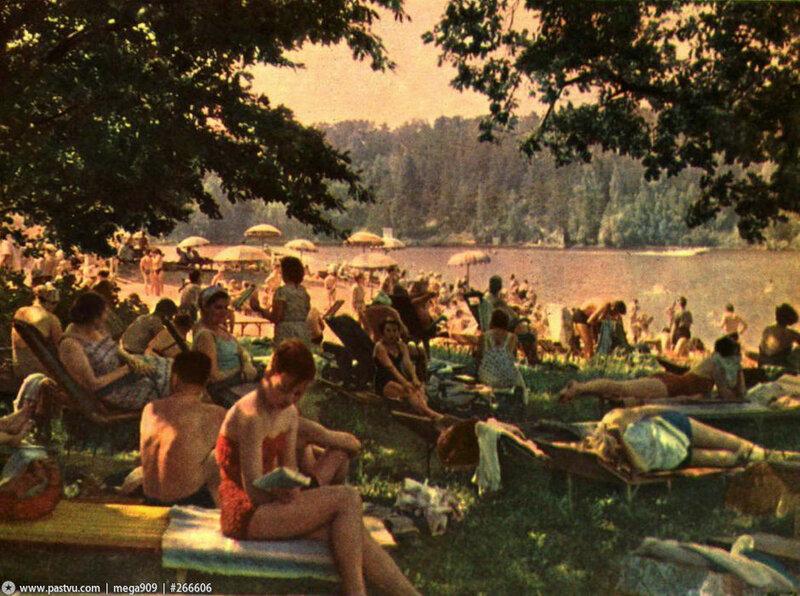 Пляж в Серебряном Бору 1961 год.jpg