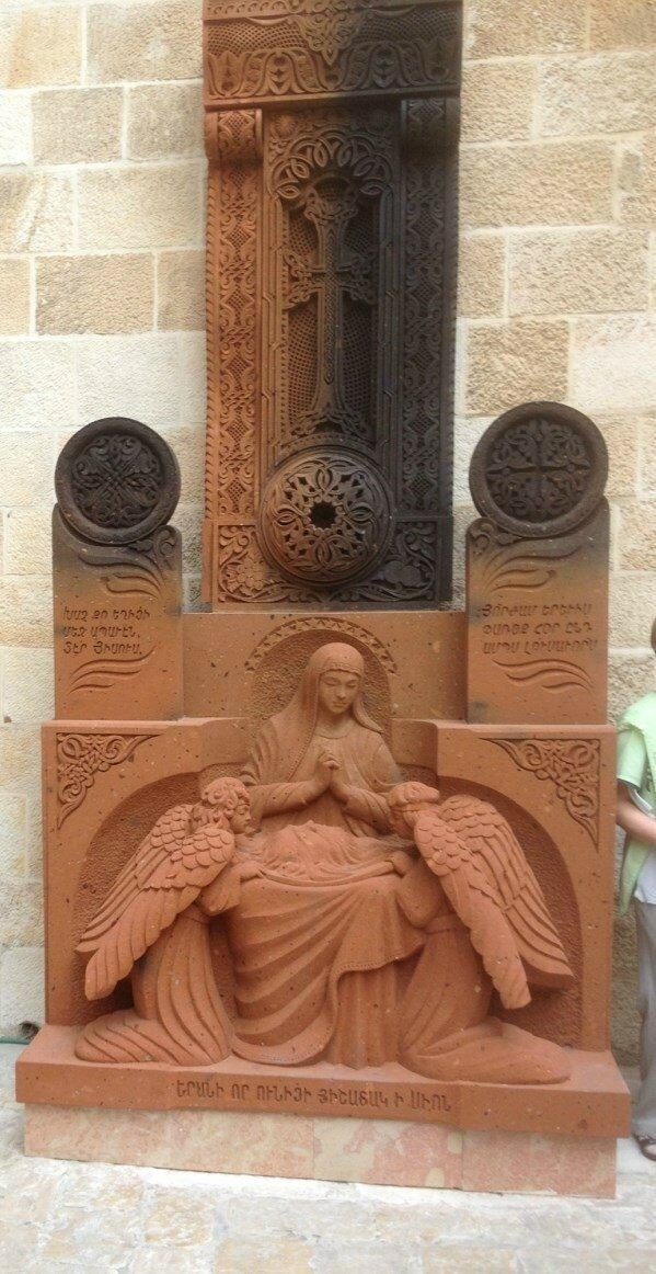 статуя Богородицы.JPG