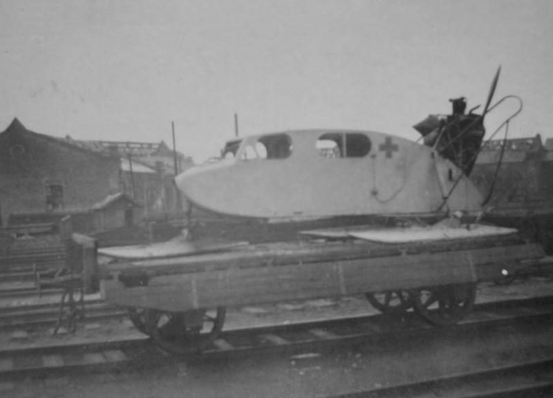 Захваченные санитарные аэросани ОСГА-6 на ж/д платформе. Брянск 1 ноября 1941 г.