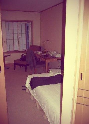 В номере токийского отеля