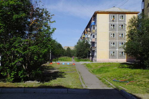 Фотография Инты №7048  Юго-западный угол Воркутинской 7 13.08.2014_11:30