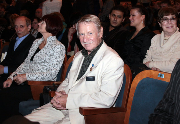 84 летний актер Иван Краско женится на 24 летней студентке