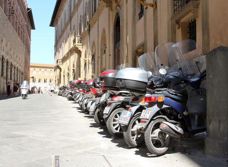 Мотоциклы в городе Сиена