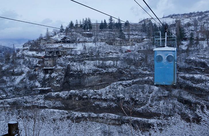 Чиатура — исчезающий город в Грузии (19 фото)