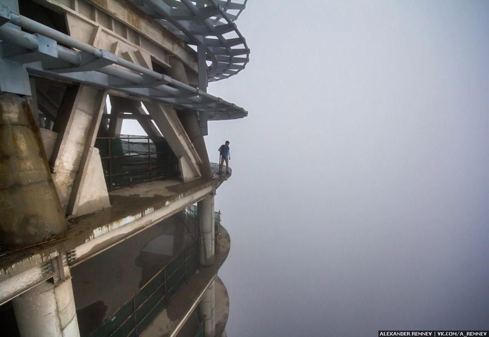 Вот только нам очень не повезло с погодой! Поднявшись наверх, мы оказались в облаке.