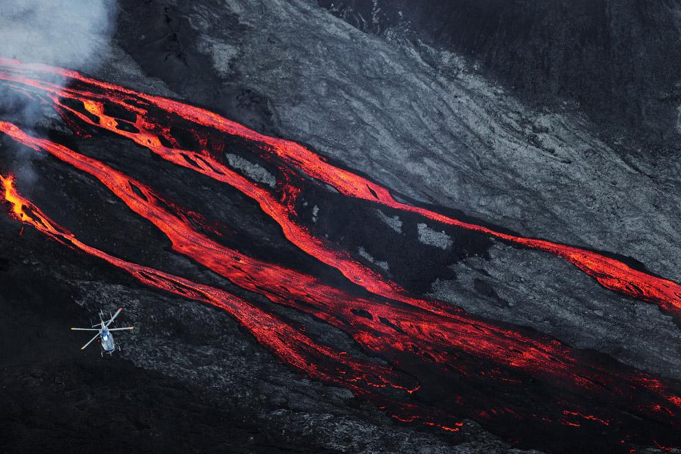 15. Начиная с XVII века было зафиксировано более 150 извержений вулкана Питон. Снимок сделан 1