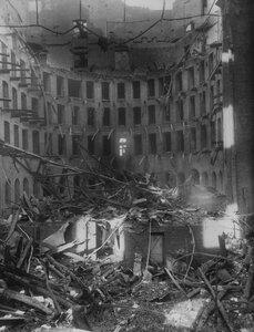 Внутренний вид разрушенного в следствии пожара зрительного зала театра.