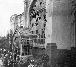 Вид фасада вокзала после взрыва бомбы, брошенной эсером Е.С.Сазоновым в экипаж Министра внутренних дел В.К.Плеве..