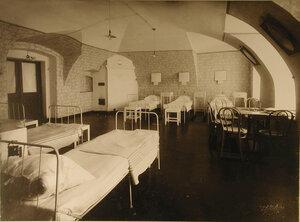 Общий вид первой палаты (на 6 раненых)