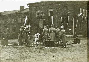 Депутаты от частей войск возлагают цветы к памятнику императору  Александру III.