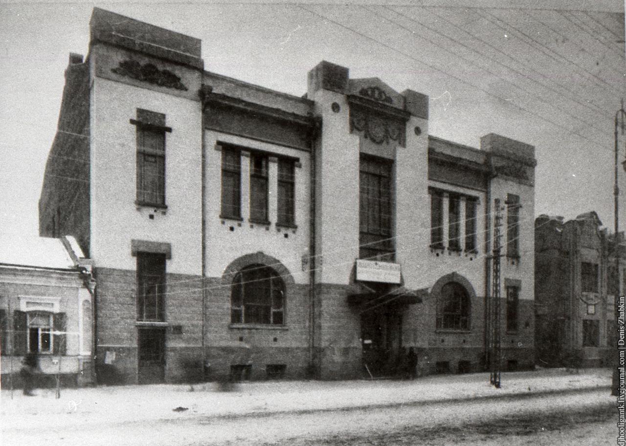 Сдание ТЮЗа на Вольской изначально принадлежало НКВД.