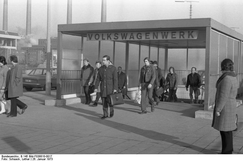 Wolfsburg, VW Autowerk, Werksausgang