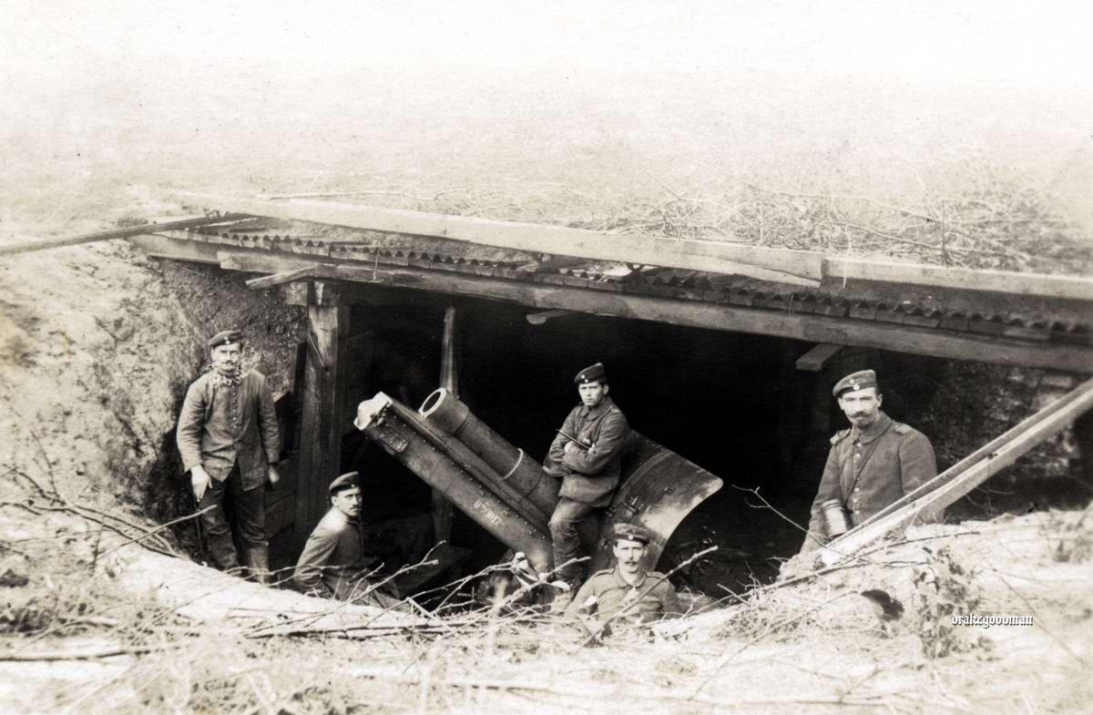 Тяжелая полевая гаубица калибра 15 см на боевой позиции