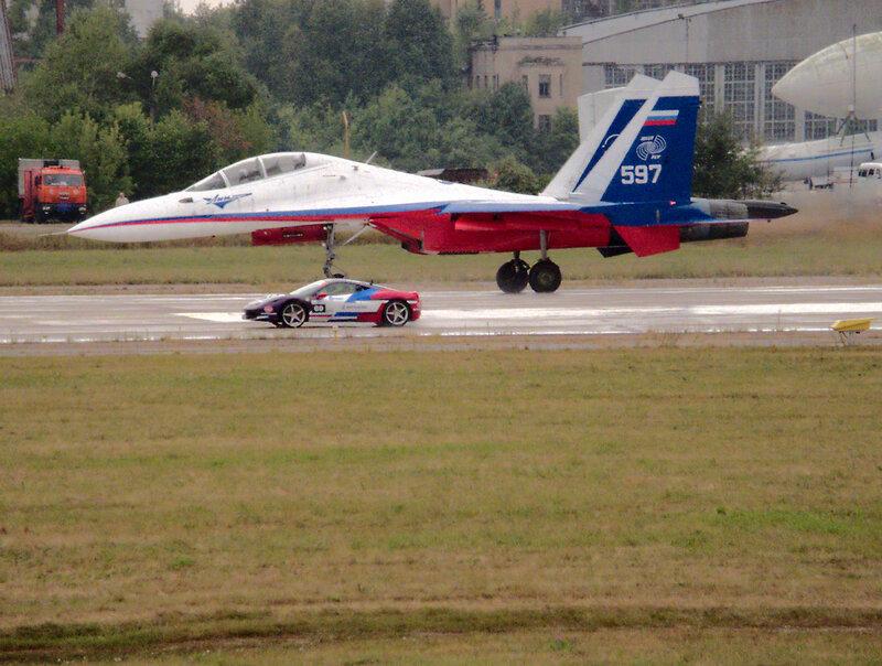 Су-30 и Ferrari 458