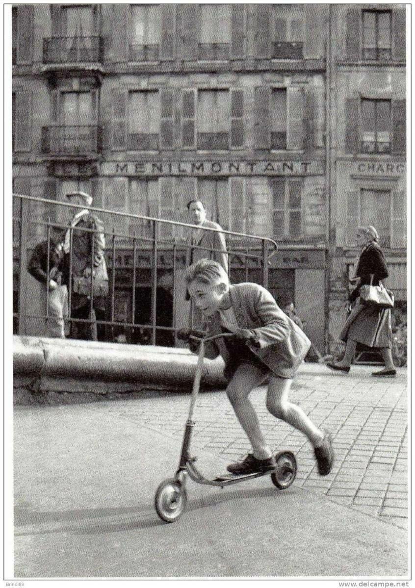 1934. Мальчик с самокатом