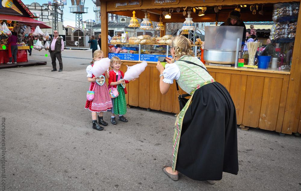 Женские выпуклости и впадины на Октоберфесте girls-Oktoberfest-(6).jpg