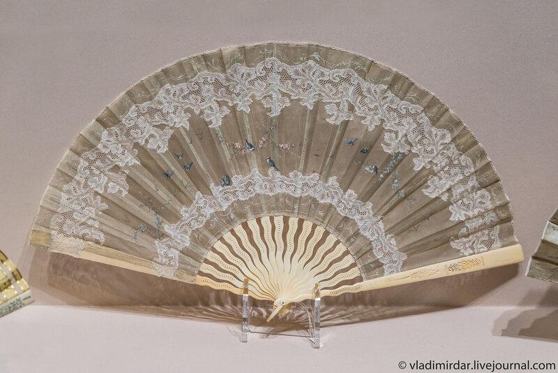 Веер «Гирлянды цветов и птицы». Франция. 1890-е годы.
