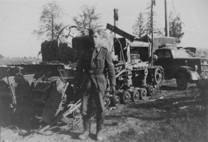 Уничтоженный артиллерийский тягач