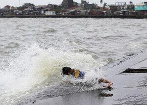Тайфун в Японии – 250 000 домов остались без света