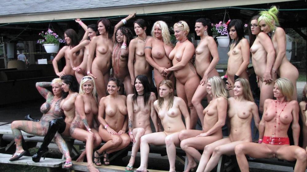 толпы большие толпы голых женщин фото