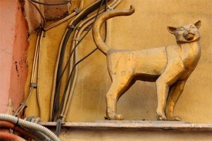 Украденный памятник кошке Василисе обнаружили в Москве