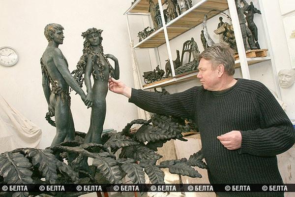 Владимир Жбанов за работой