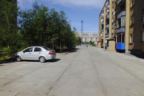 Фотография Инты №7059  Двор (западная сторона дома) Куратова 52 13.08.2014_11:40