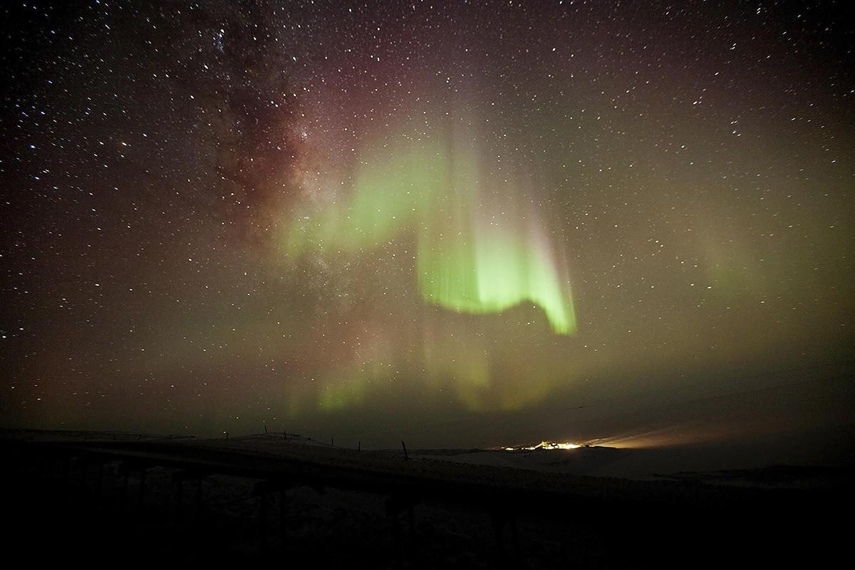 28. Антарктическая ночь прекрасна. Как картинка. Я просто восхищен этим зрелищем…