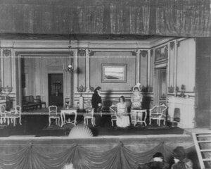 """Сцена 1-го акта из спектакля """"Наполеон и пани Валевская""""."""