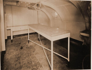 Вид покойницкой устроенной в одном из помещений плавучего госпиталя Орёл.