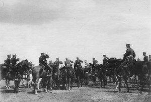 Прибытие императора Николая II к месту расположения войск, отправляющихся на Дальний Восток.