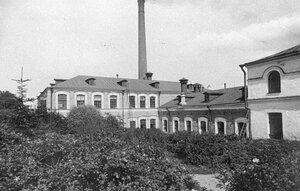 Вид фабрики от главных ворот.