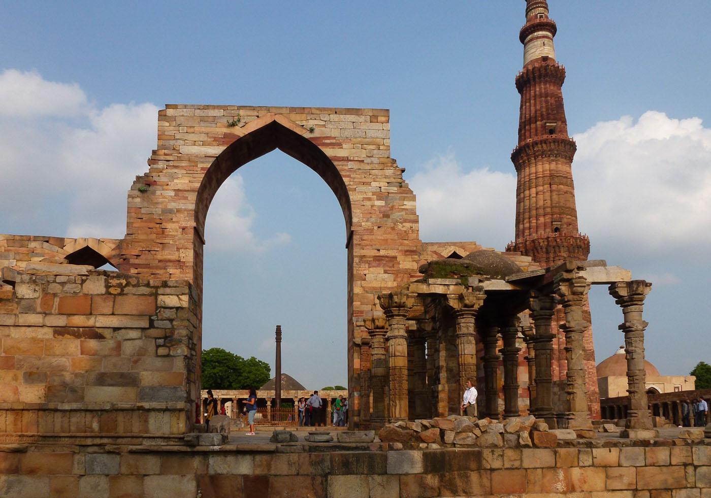 Фотография 12. Самые интересные места столицы. Мечеть Кутб-Минар в Старом Дели. Тур по Золотому треугольнику