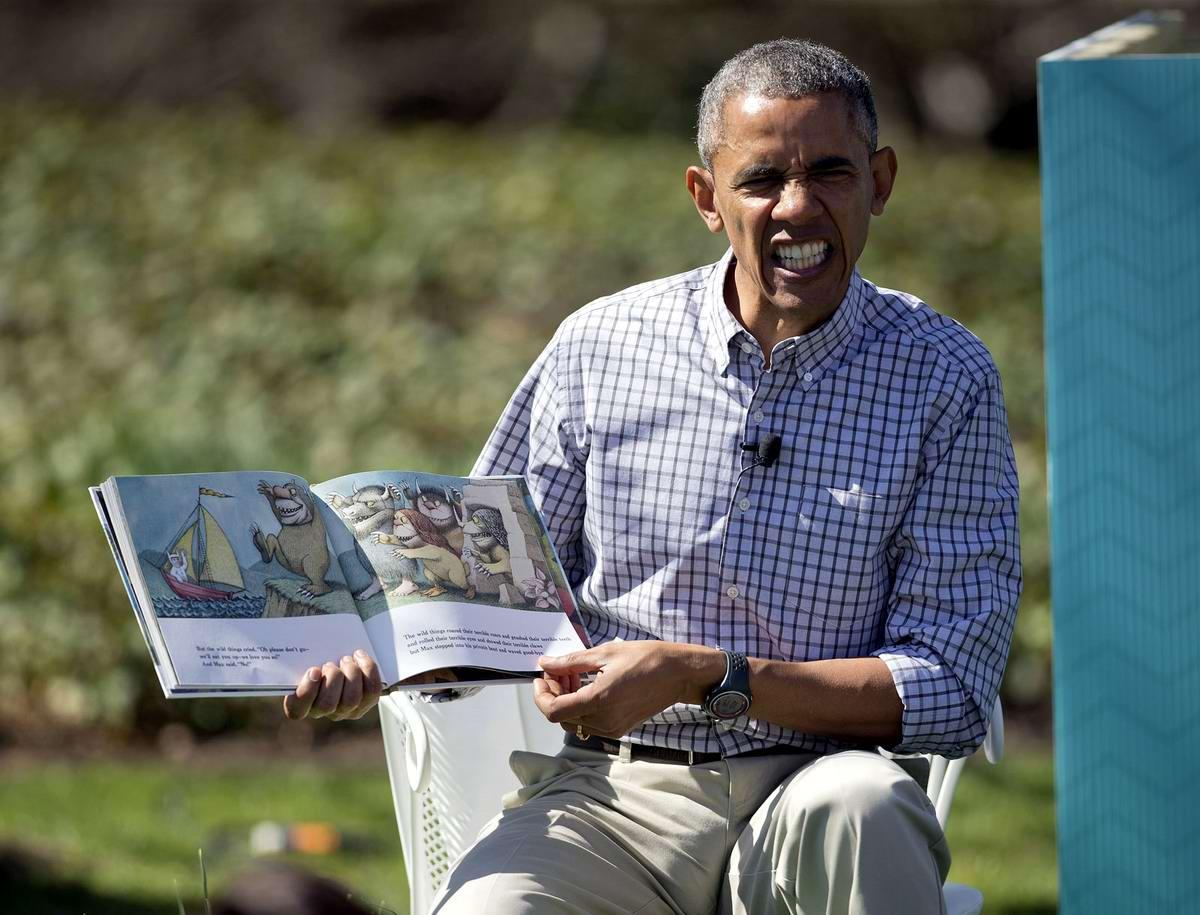 Не ходите дети в Африку гулять: Обама читает книжку у Белого дома (4)