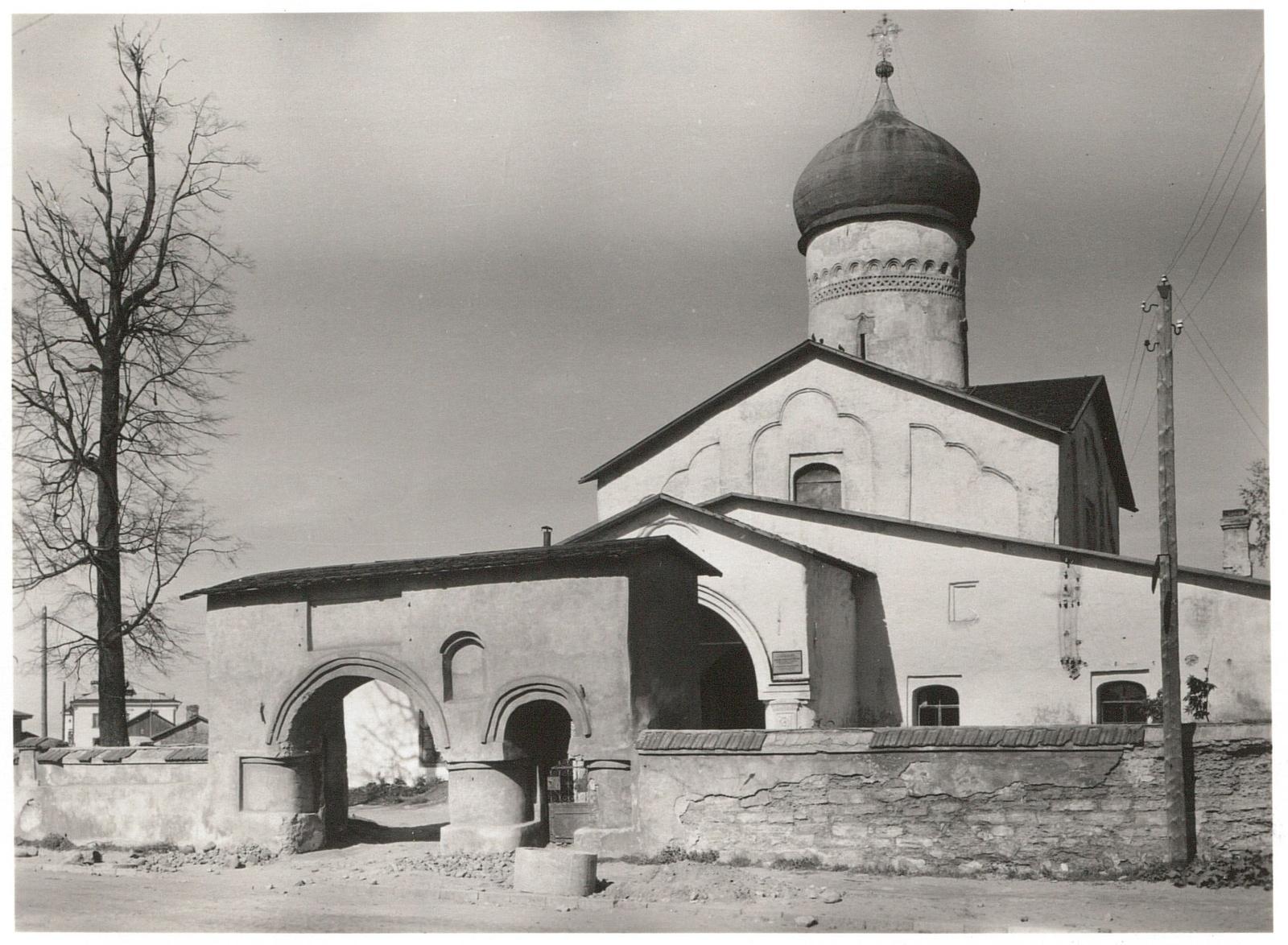 Псков. Церковь Космы и Дамиана