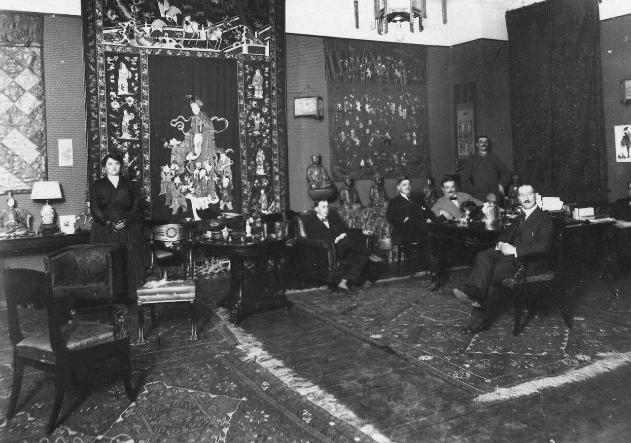 03. Сотрудники посольства в личном кабинете посланника Сергиевская, 75. 1916
