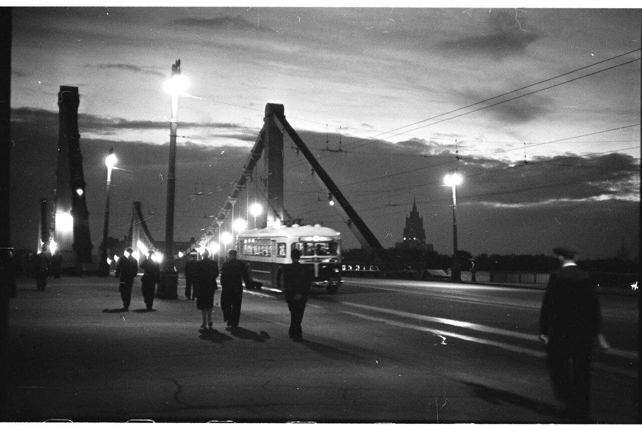 На крымском мосту вечером