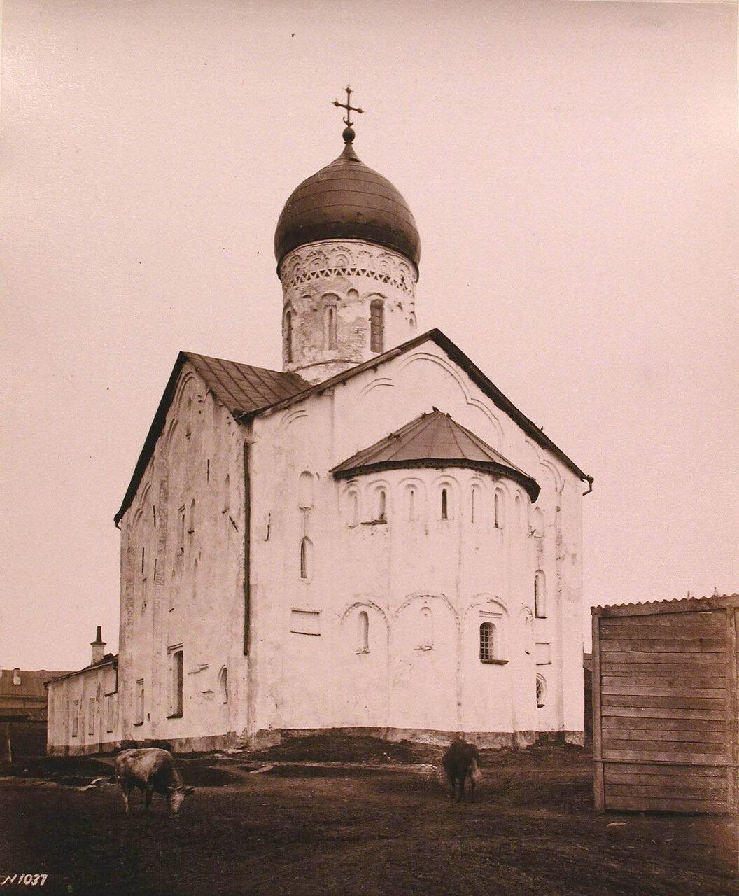 Вид юго - восточного фасада церкви Феодора Стратилата на Ручью (на Торговой стороне;построена в 1360-1361 гг.)