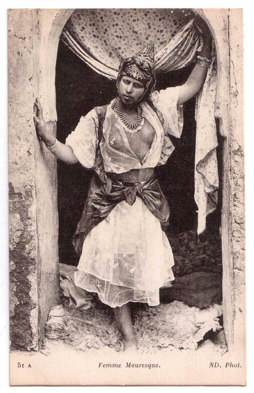 1900. Мавританский женщина