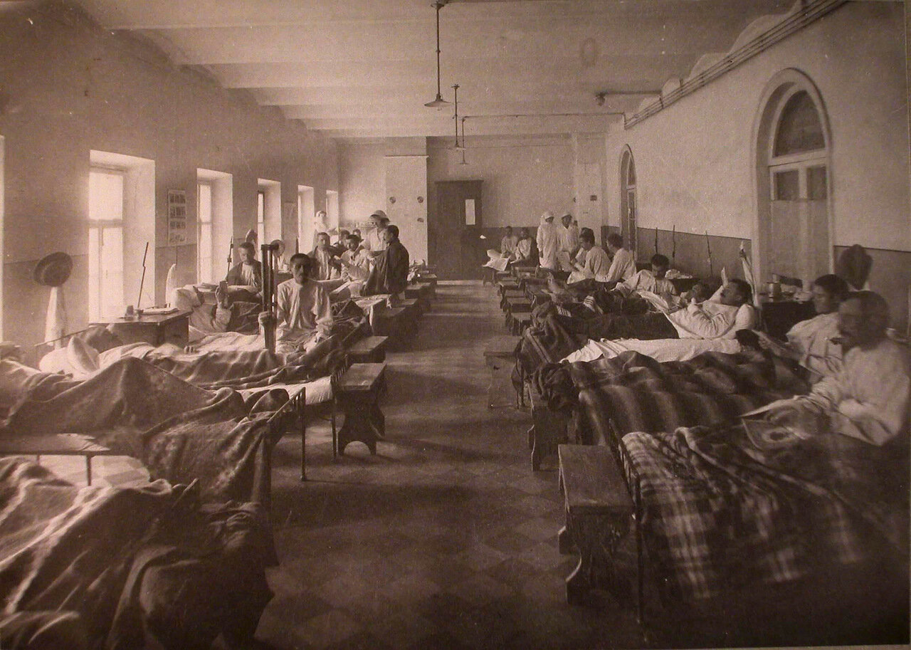 24. Раненые в палате лазарета при Матросской богадельне